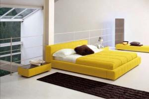 Кровать в интерьере спальни
