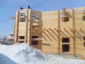 На что обратить внимание при строительстве дома зимой?