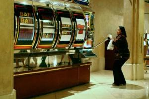 Отличия игрового автомата от слота